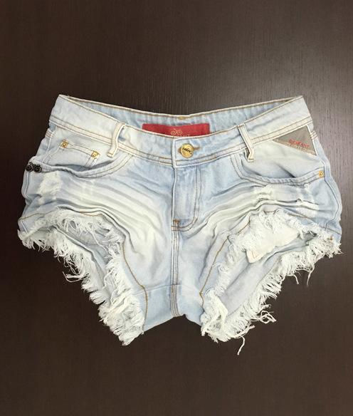 Shorts 3D Jeans Claro Desfiado Degrant
