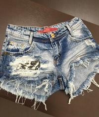 Shorts 3D Jeans Detonado Patche Caveira Degrant.